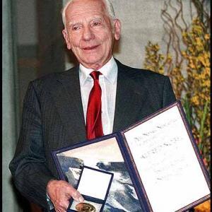 Rotblat holding Nobel Prize